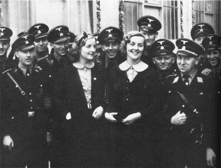 Diana_and_Unity_Mitford_in_1937